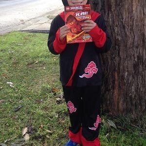 Ninja warrior costume for Halloween! Fits 4-5 year old